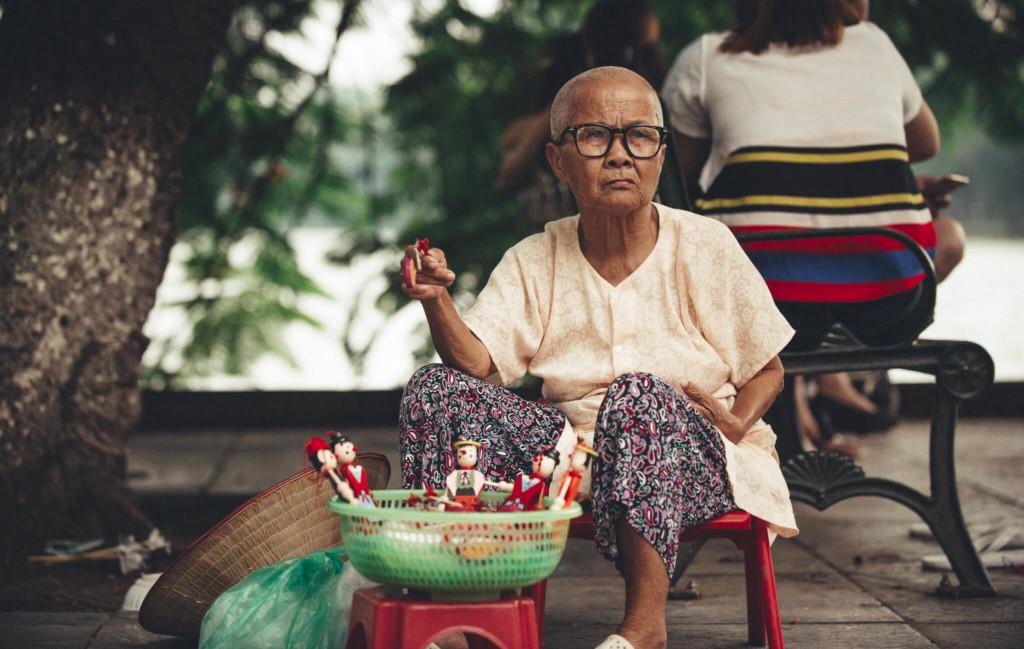 Venditrice di marionette in Vietnam - By Luca Zizioli